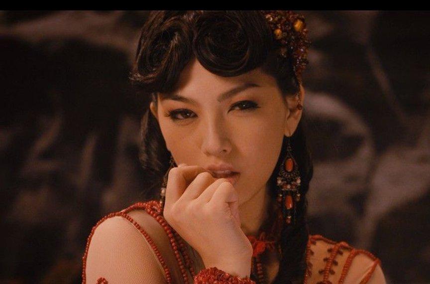 94359-香港三级片女星的眼泪-叶子楣舔导演脚趾-2