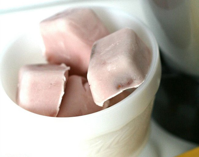 adaymag-9-genius-ways-you-should-be-using-your-ice-cube-tray-07