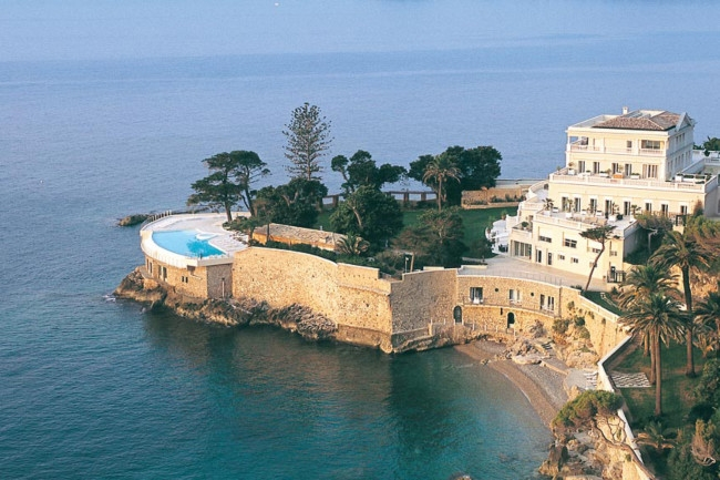 4Inside the most expensive hotels in the world