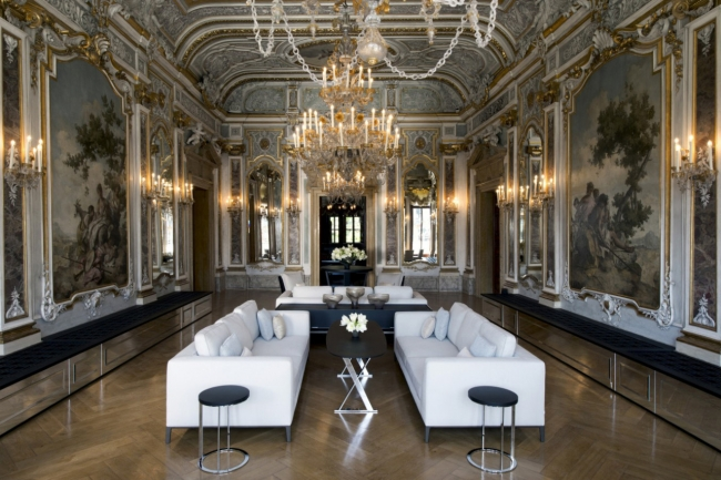 8Inside the most expensive hotels in the world