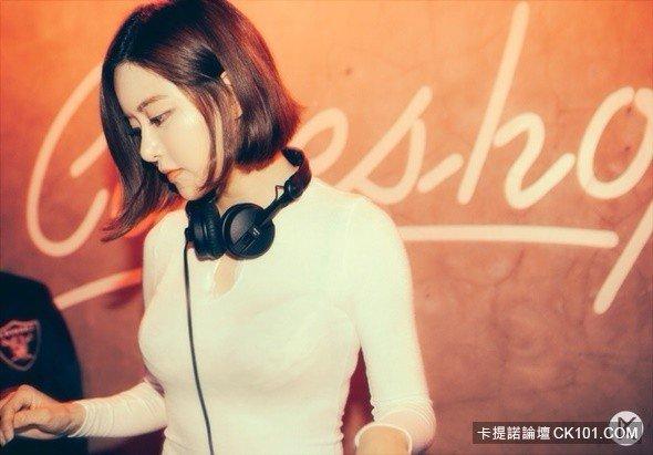 【爆紅韓國正妹DJ Soda】高中「極端差異照」曝光! 網友:以前是DJ Pepsi嗎?