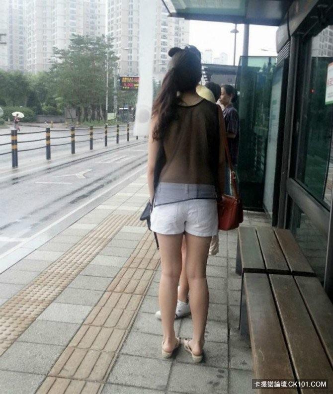 LRT惊現全裸正妹10