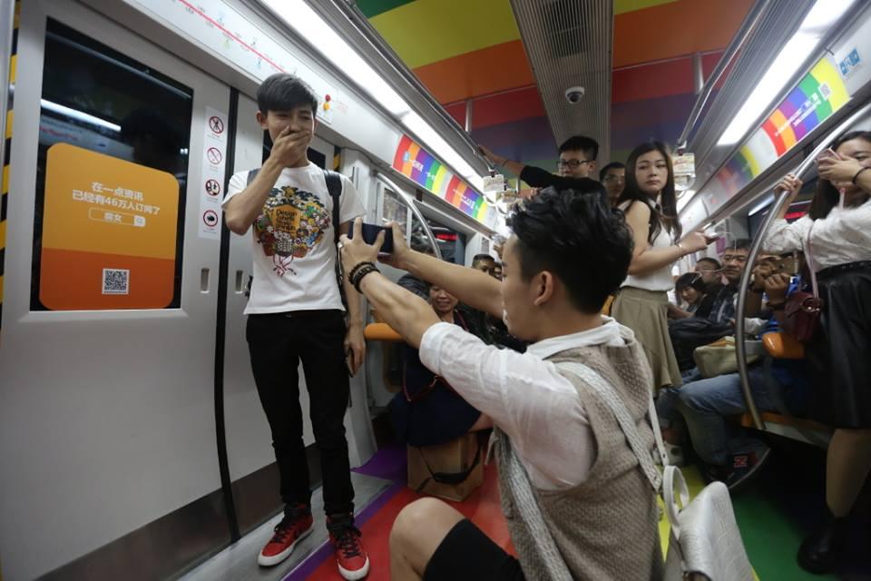 中国帅哥地铁求婚1