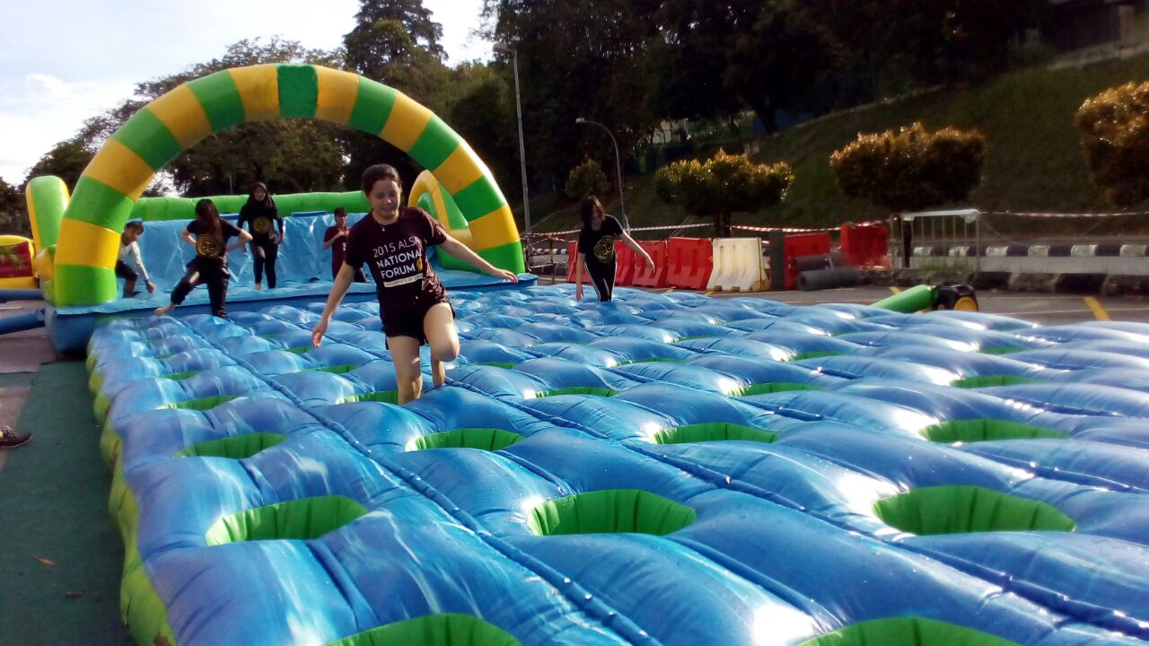 inflatable-amazing-run-131016-004