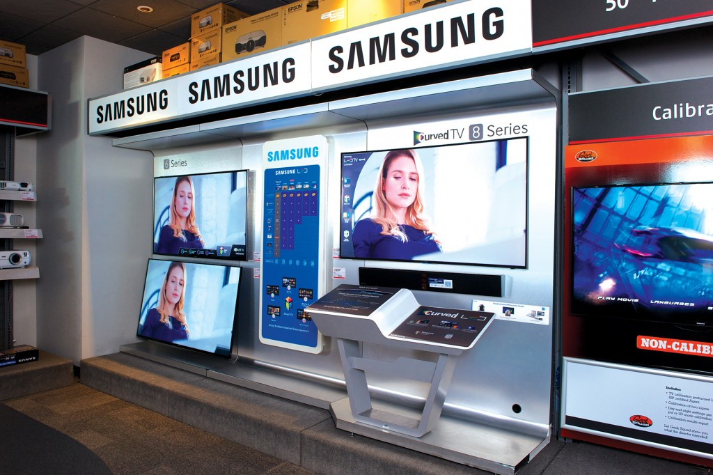 samsung-curved-tv-retail-display-6