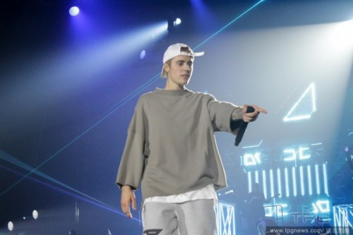 Picture Shows: Justin Bieber October 17, 2016 Justin Bieber performs the Birmingham leg of his Purpose World Tour at The Barcalycard Arena in Birmingham, UK. Non Exclusive WORLDWIDE RIGHTS Pictures by : FameFlynet UK © 2016 Tel : +44 (0)20 3551 5049 Email : info@fameflynet.uk.com